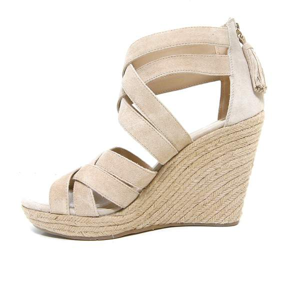 For the Curvy Fashionista who wears size shoes 10+: Barefoot Tess