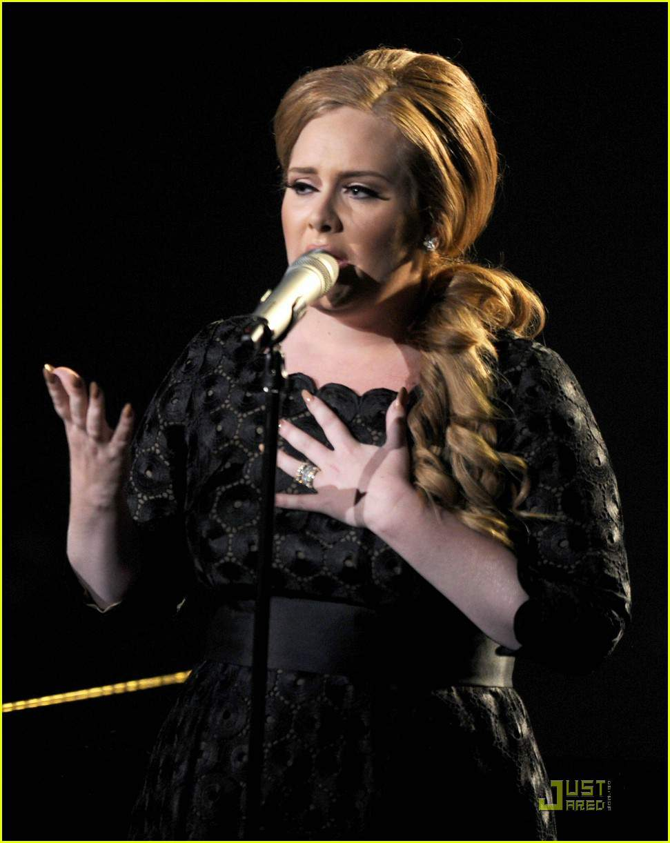 Adele Performs for the 2011 MTV Awards Show