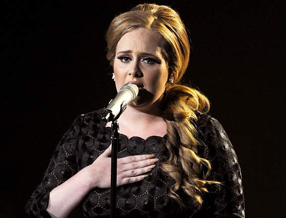 Adele performs at the 2011 MTV Video Music Awards