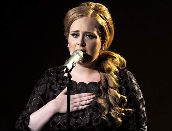 Adele serenades at the 2011 MTV Music Video Awards