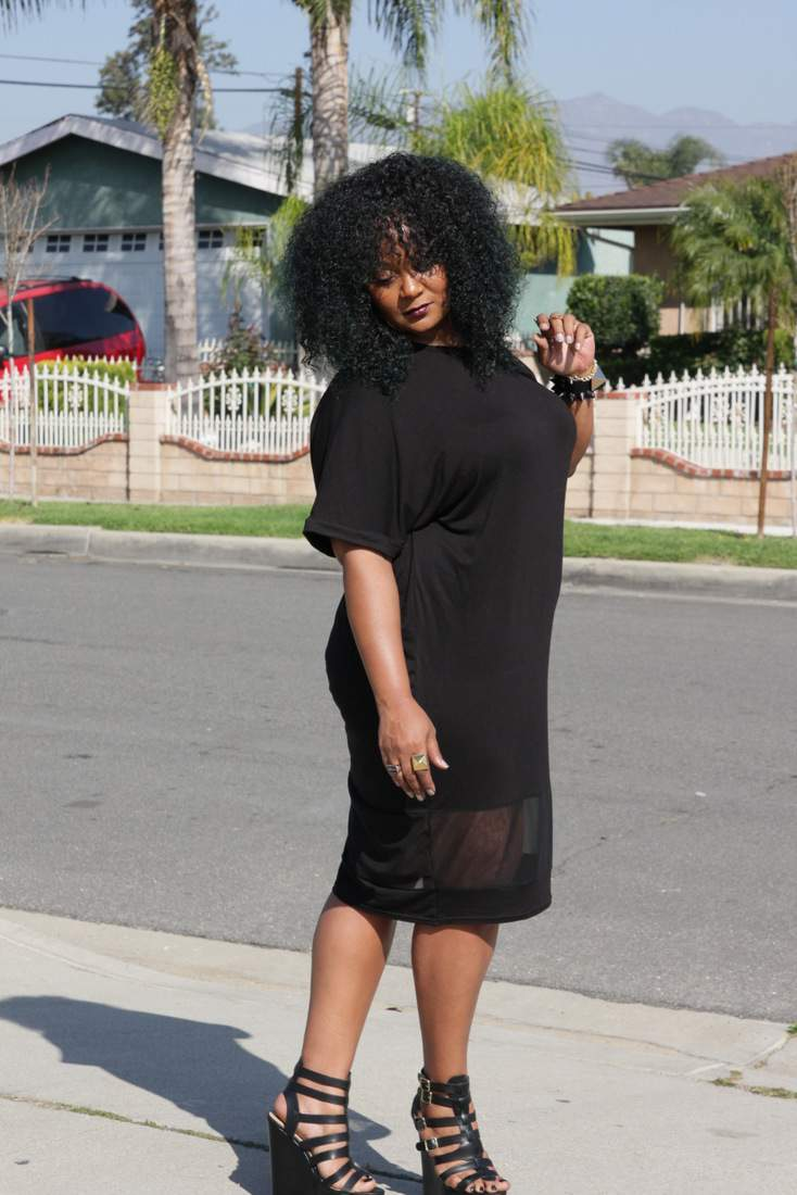 0681309a76e9f Chilling in my BooHoo Plus Size Midi T-Shirt Dress The Curvy Fashionista