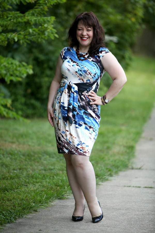 Alison from Wardrobe Oxygen- a petite plus size fashion blogger