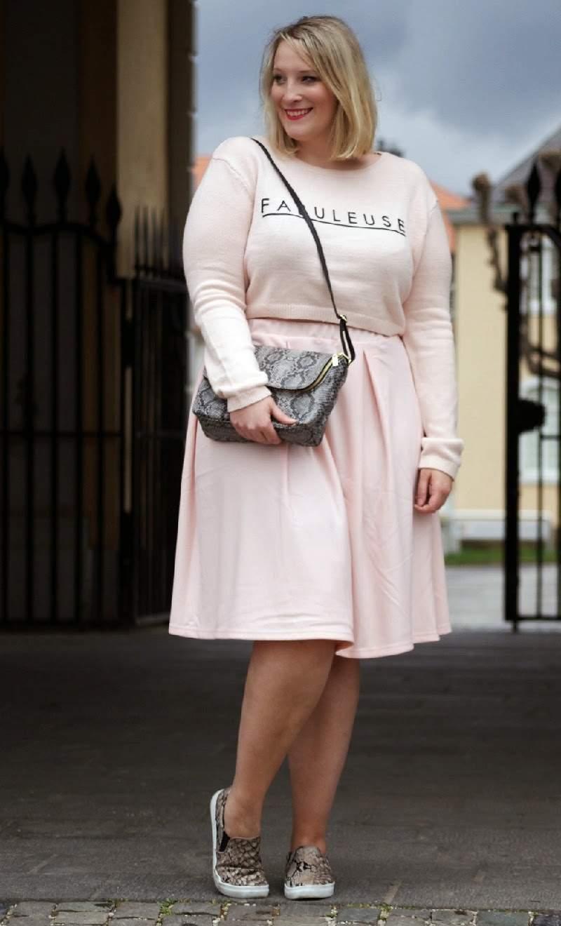 Fashion Blogger Spotlight:  Lisa of Lisa Mosh Plus Size Fashion Blog