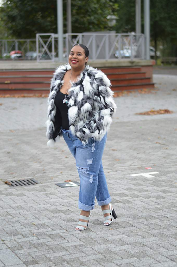 Plus Size Style Blogger, Dionne of Supersize my Fashion