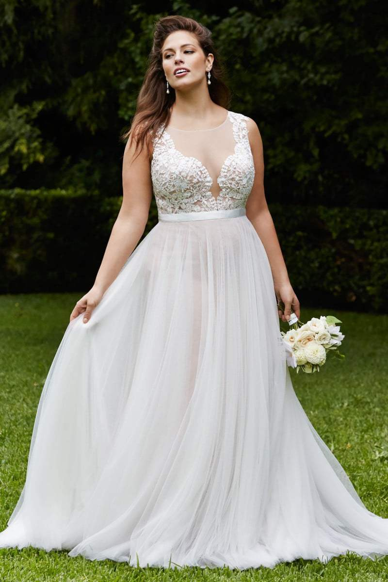 For the Plus Size Bride: Wtoo Curve Plus Bridal Brides by Watters on TheCurvyFashionista.com #TCFBride #TCFStyle