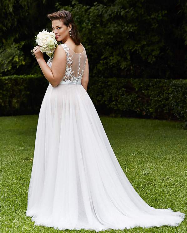 2596b8d505e For the Plus Size Bride  Wtoo Curve Plus Bridal Brides by Watters on  TheCurvyFashionista.