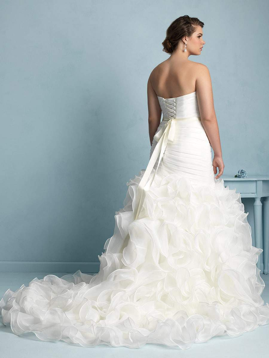 For the Plus Size Bride: Allure Bridals on TheCurvyFashionista.com #TCFBride #TCFStyle