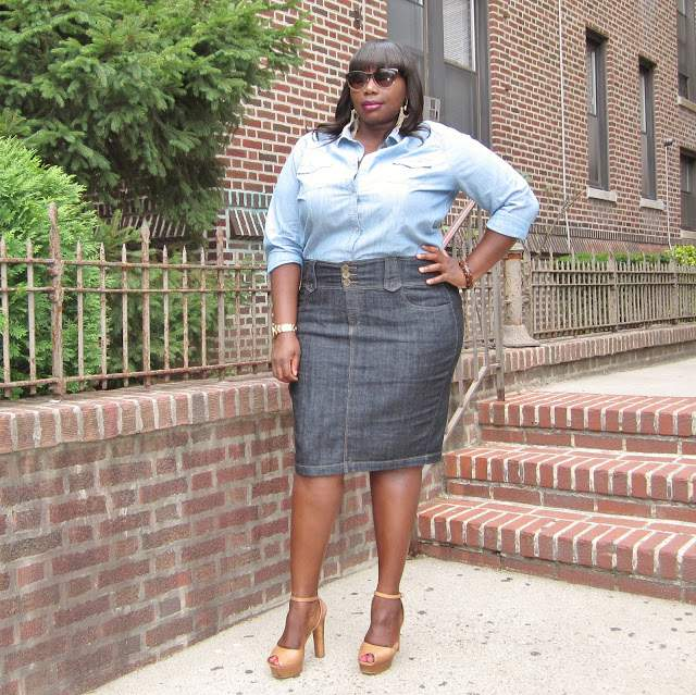 Stylish CUrves in A Plus Size Denim Skirt