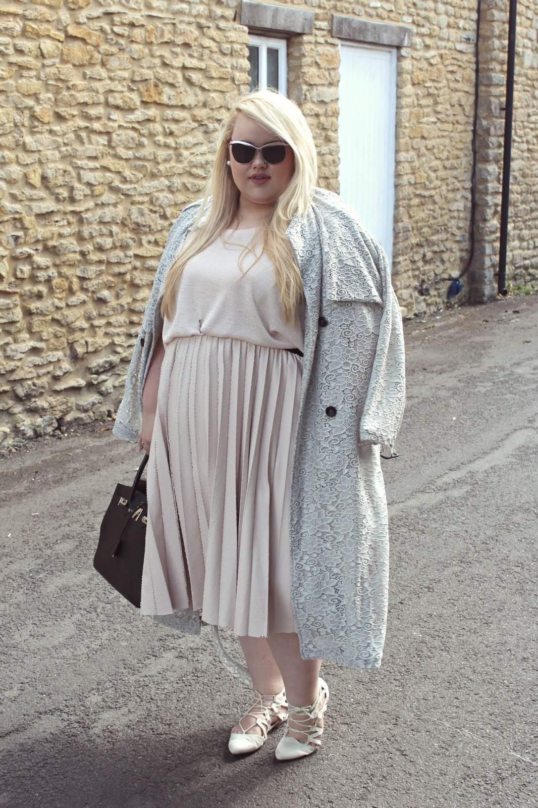 ChloeInCurve www.chloeincurve.com uk plus size blonde blogger elvi navabi skirt midi lae trench coat edit 1