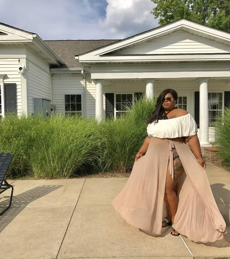 Fashion Blogger Spotlight:  Jeanne of Finesse Curves
