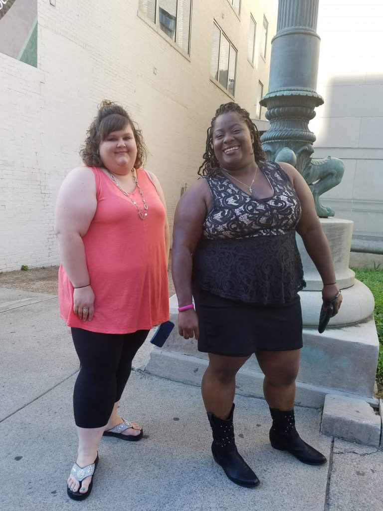 We attended the CMA Awards in Nashville, TN. Not only did we have fun hanging out in Nashville but we checked out some plus size street style!