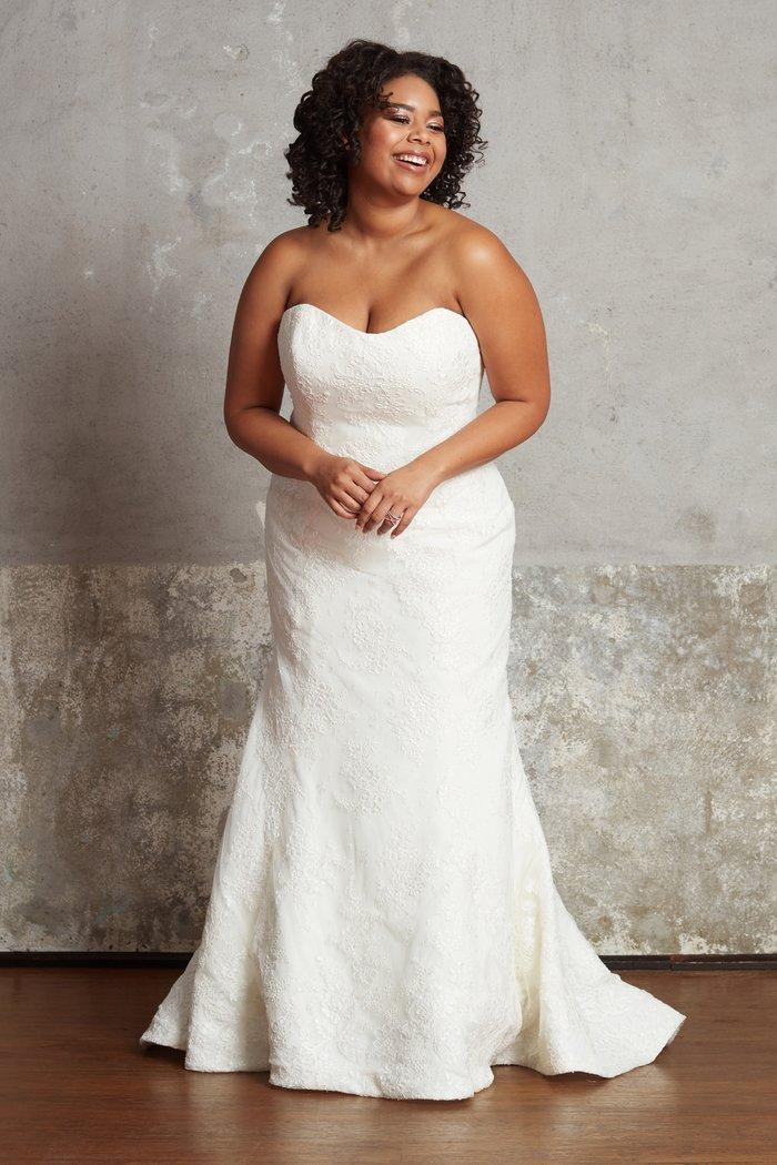 Plus size bridal dresses by Ella & Oak- Lillian