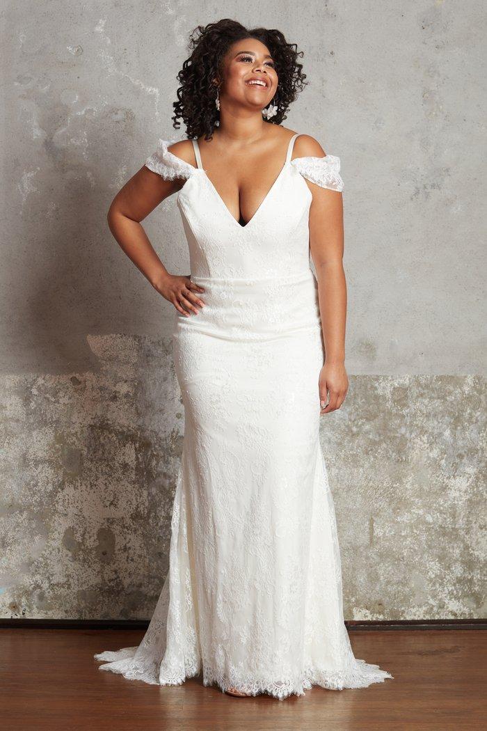 Plus size bridal dresses by Ella & Oak- Helene