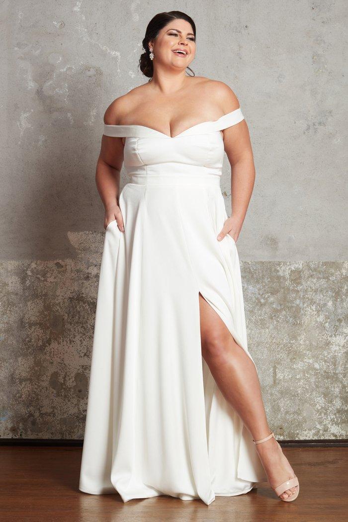 Plus size bridal dresses by Ella & Oak- The Lauren Dress