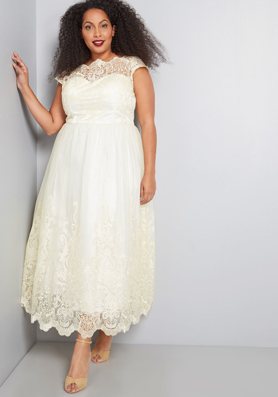 15 Breathtaking and Affordable Plus Size Bridal Gowns Under $750