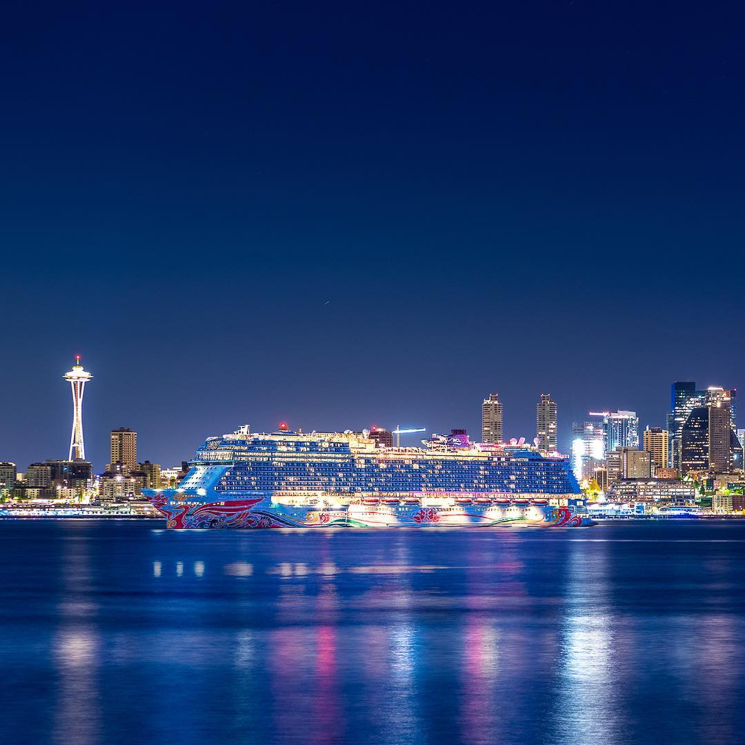 Seattle night cruise