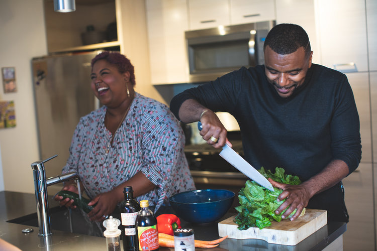 Plus SIze Couple COoking- Michael Poley of Poley Creative for AllGo- Body Shaming at Thanksgiving